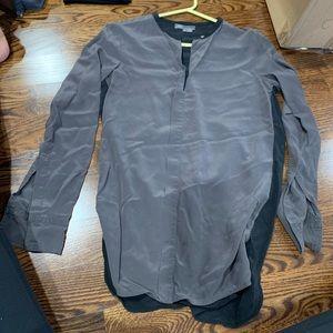 Vince silk top color grey & black size 4 Loose fit